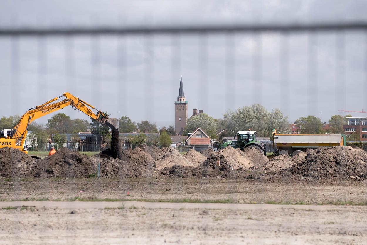 """Rijksvastgoedbedrijf on Twitter: """"Tijdens de ontmanteling van het voormalig Marinevliegkamp Valkenburg in Katwijk zijn diverse loopgraven, munitie, wapens en onderdelen van een gevechtsvliegtuig gevonden. Ook is een zeldzame bunker (Vf261) ontdekt. #gebiedsontwikkeling https://t.co/VRRwCAcnDL"""""""